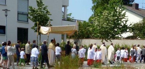 Mit Christus auf dem Weg – Fronleichnamsprozession im Pfarrverband