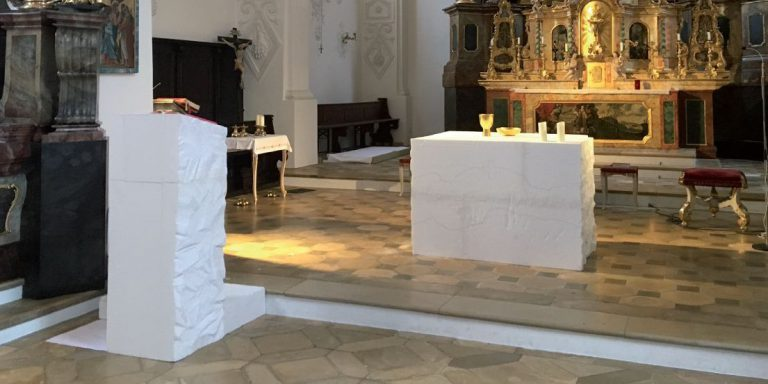 Neue Altarraumgestaltung für St. Lorenz
